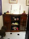 ハービス大阪ジアンブティク正面ウインドーで2月のテーブルデコレーション1