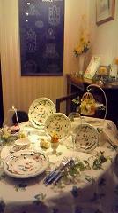 ハービス大阪「ジアンブティック」のショーウィンドーをテーブルデコレーションコーディネート2