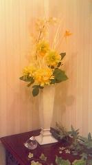 ハービス大阪「ジアンブティック」のショーウィンドーをテーブルデコレーションコーディネート1
